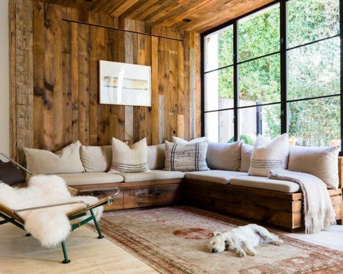 idee deco cocooning, murs en bois, tapis ethnique, canapé d'angle, coussins décoratifs taupe