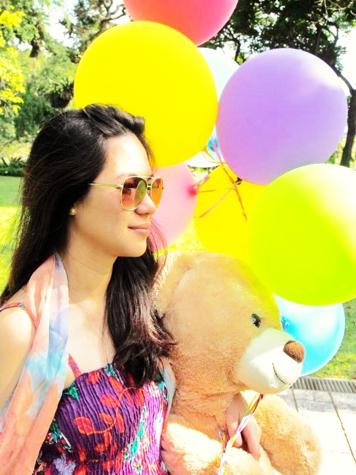 Got this from one of my friends in FB. They did a photoshoot last tym to earn money which they will use for charity. I like this pic so I did some editing. Love the balloons and mr teddy =)