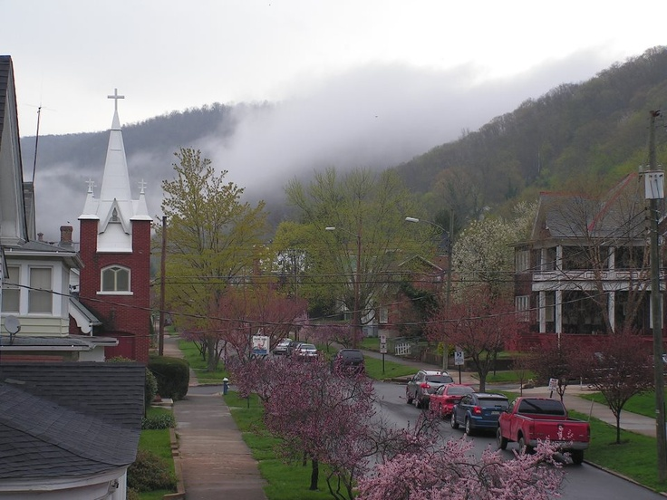 Hinton Wv! Walk one block up to my grandparents house from ...