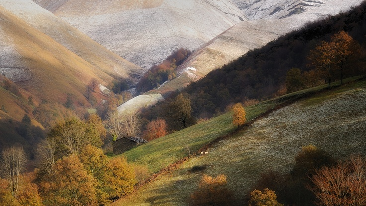 El otoño llega a los Valles Pasiegos    Cantabria   Spain