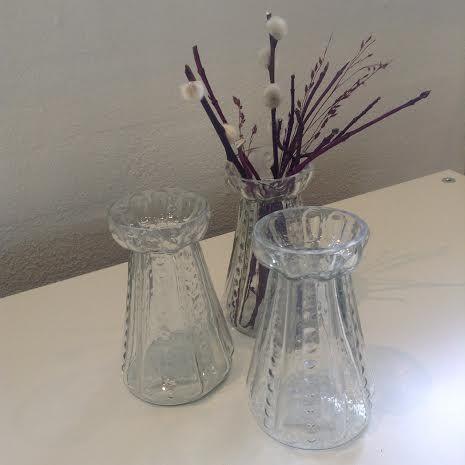 Vase med prikmønster fra Ib Laursen i klar glas. D: 6 cm