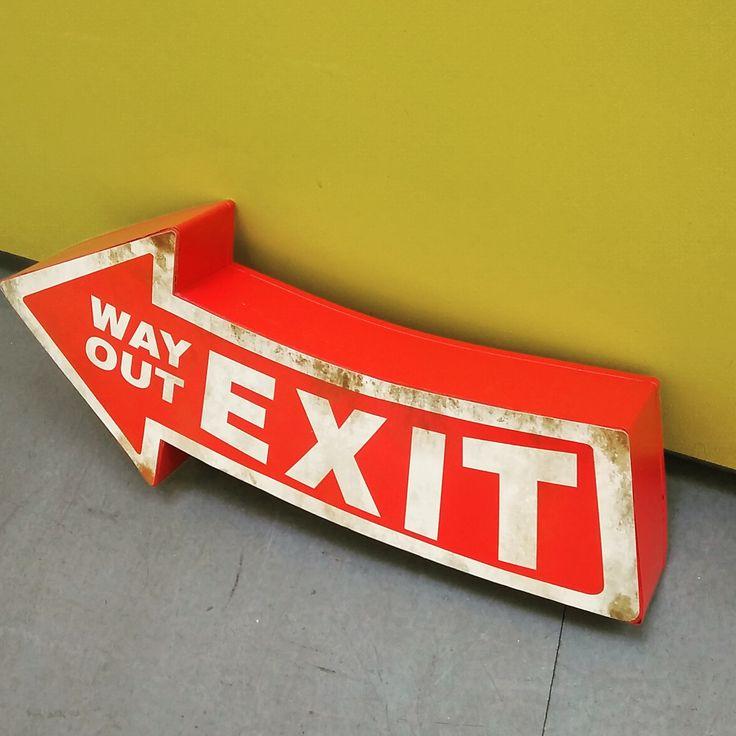 #Exit #WayOut #WallSign #Metal #Arrow #Metallschild #Pfeil #Ausgang #Schild #Exitsign #Ausgangsschild