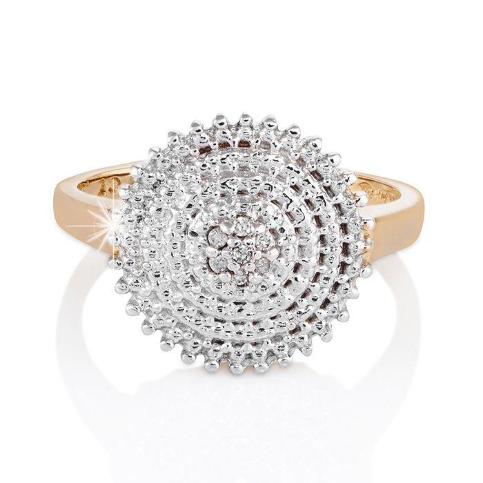 A circular rhythm draws the attention to a 9ct Gold Diamond finish