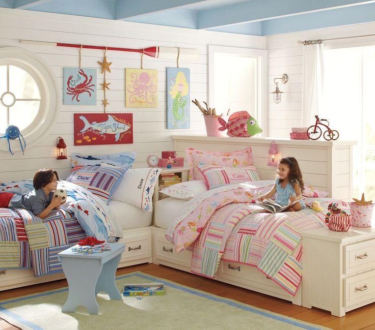 Детская мебель для двоих детей: советы по выбору и 80+ удобных и эстетичных решений для детской комнаты http://happymodern.ru/detskaya-mebel-dlya-dvoix-detej-foto/ Детская спальня разнополых детей, оформленная в пляжном стиле