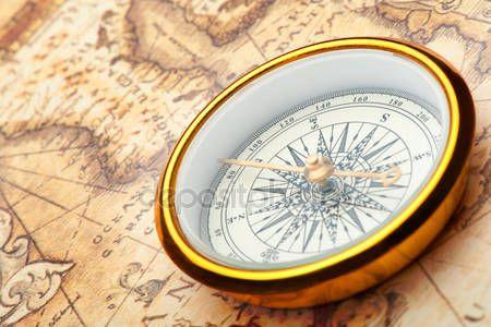 Télécharger - Vieille boussole sur la carte ancienne — Image #5198690