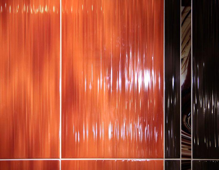 Imola Hall. Керамическая плитка. Глянцевая. Итальянская. Интерьер. Оранжевая, коричневая. 30*60. Эффект водопада. Бордюр из муранского стекла.