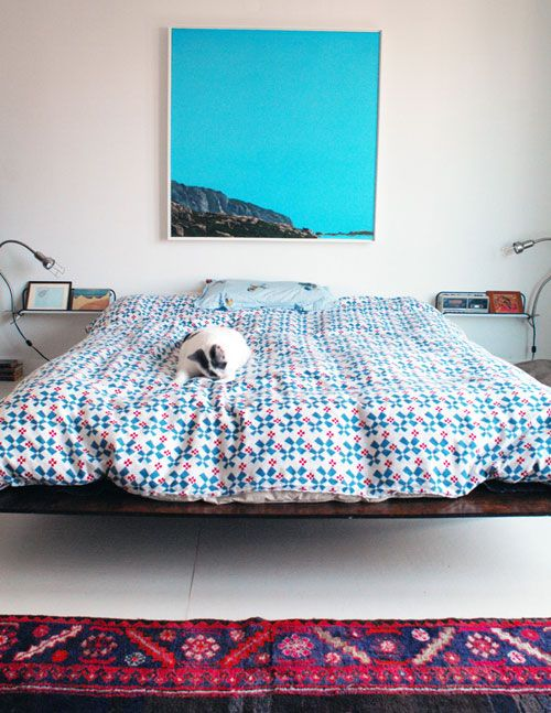 Shopping for a new platform bed and just love this, the night stands, lights and painting and overall feel, plus cat.