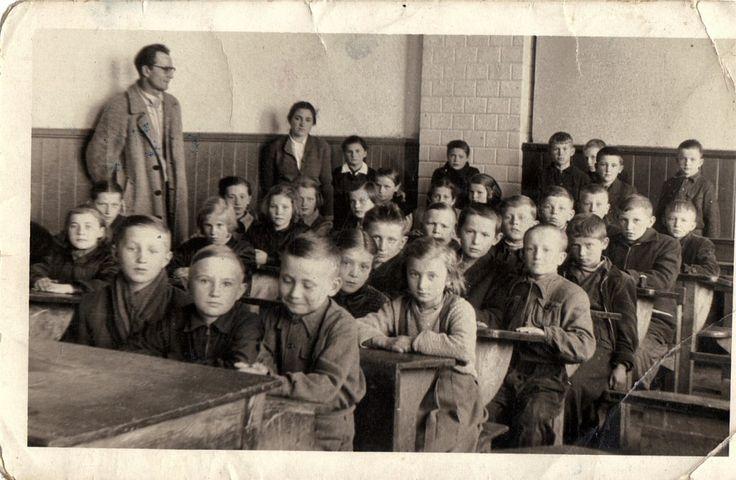 http://izbasieciechow.pl/galeria-2/zdjecia-archiwalne/uczniowie-sieciechowskich-szkol/