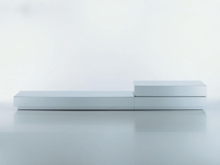 mdf LOWBOARD. Modular. Estructura de aluminio o DM con acabado aluminio anodizado o lacado blanco mate.