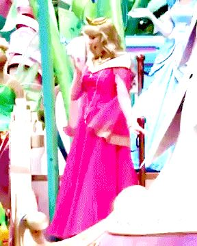 Princess Aurora - changing dress