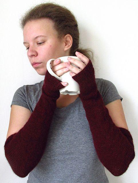 Ravelry: Alpaca long fingerless mitts pattern by aprilegirl
