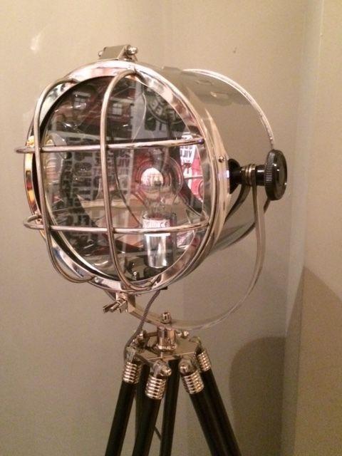 Online veilinghuis Catawiki: Schitterende Scheepslamp op Statief Eyecatcher Vloerlamp