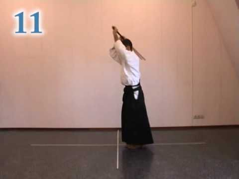 Aikido instruction; 31 jo kata - YouTube