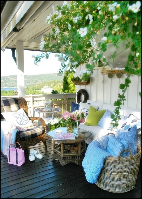 absolutely love this cottage look - Pretty Porches And Patios