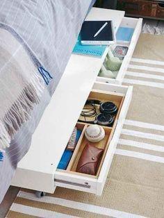 Schraube einfach Rollen an die EKBY-Schubladen, um ausziehbaren Stauraum unterm Bett zu erhalten.