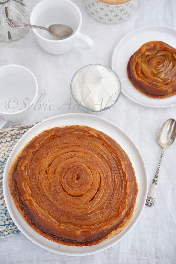 """Aujourd'hui, je vais vous parler de tarte tatin. Tout le monde connait la tarte tatin, cette tarte aux pommes caramélisées et construite à l'envers pour la cuisson, fruits dessous, pâte au dessus.J'ai découvert, lors de l'émission """"La meilleur boulangerie..."""