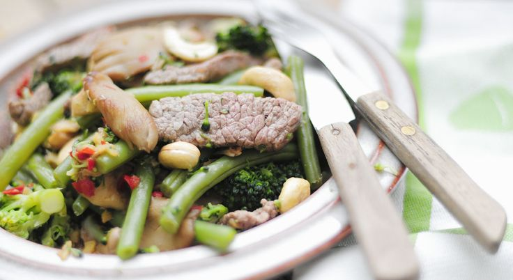 Biefreepjes met groente en cashewnoten