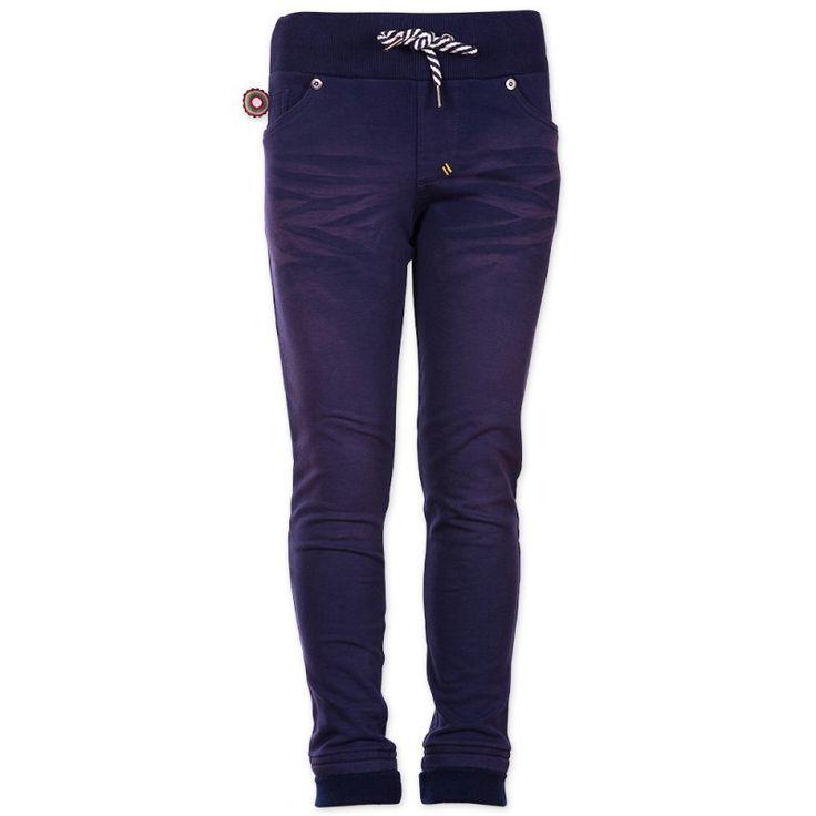 Jongens broek Once When I Was Little van het merk 4funkyflavours Broek uit de reeks : Chemistry Een donker blauwe broek zonder sluiting, met een brede elastische tailleband. Het broekje is aan te spannen dmv het koordje.