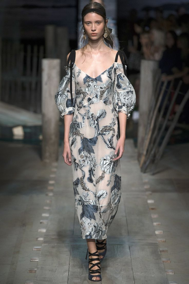 Erdem Spring 2017 Ready-to-Wear Fashion Show - Victoria Kosenkova