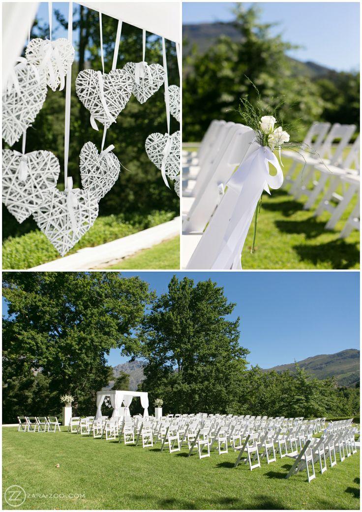 Wedding at Molenvliet, outdoor ceremony on the grass. White Ceremony decor. ZaraZoo Photography