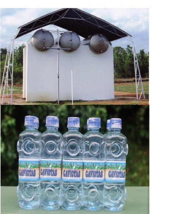 RENACIMIENTO EN EL TRÓPICO | MARIO CALDERÓN RIVERA Reservorio de agua natural tropical GAVIOTAS  y botellas de agua natural tropical GAVIOTAS ensambladas en un sistema parecido al del lego