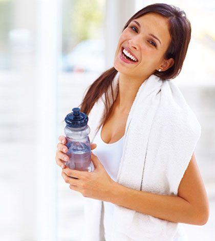 Ein einfaches Trainingsprogramm mit 4 unterschiedlichen Fitnessübungen kann bereits das Abnehmen an den Oberschenkeln in Gang bringen. Erfahre mehr!
