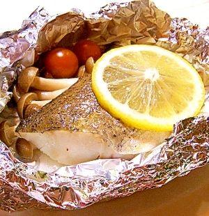「白身魚のホイル焼き」シンプルな白身魚のホイル焼きです。今回はメルルーサを使いました。【楽天レシピ】