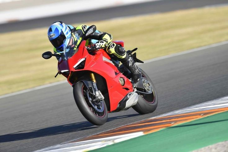 The 2018 Panigale V4 S Is The Fastest Ducati Superbike We've Ever Ridden