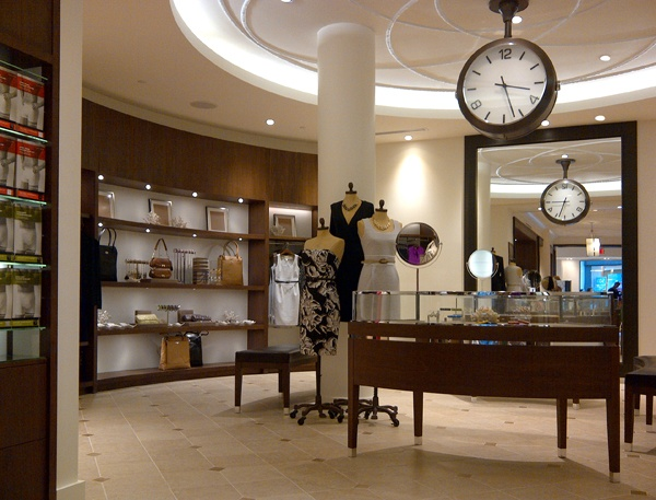 What Is The Interior Design Of Banana Republic Stores
