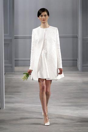 Bellissimi abiti da sposa corti: semplici con giacca