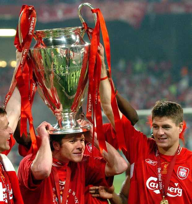 Pic Colin Lane Istanbul 2005, Champions League Final....Xabi Alonso with Steven Gerrard & European Cup