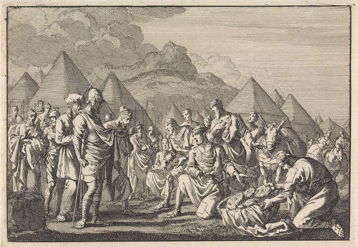 Jan Luyken | De Gibeonieten tonen Jozua hun beschimmeld brood en hun oude kleren, Jan Luyken, 1704 |