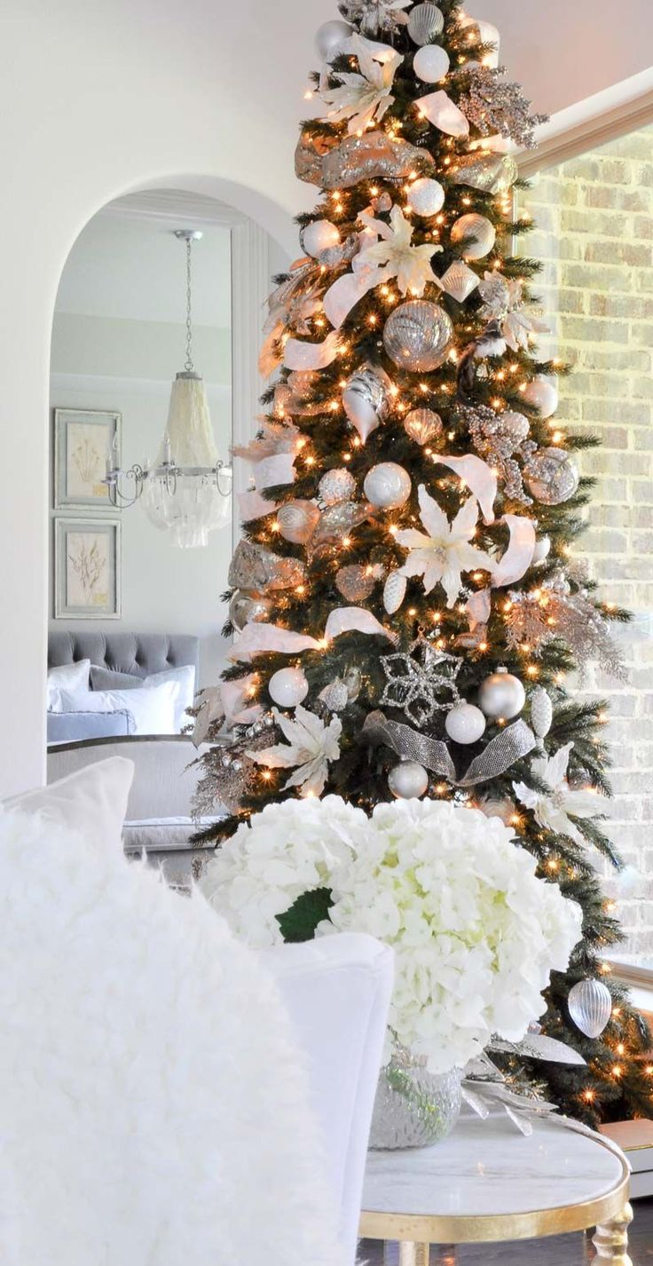 Looking for a Christmas Home Tour that will offer inspiration for nearly every room in your home? Welcome to Decor Gold Designs' Christmas Home Tour! #DIYHomeDecorGold