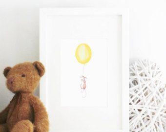 Eine wunderschöne märchenhafte Illustration, Darstellung ein charmanten Kaninchen festhalten an einem schwebenden Ballon. Wo landen Kaninchen? Eine wunderbare ungerahmten Drucken um die Geburt ein neues Baby, Taufe, Namensgebung Tag, einen ersten Geburtstag, Weihnachten oder das perfekte Stück Kunstwerk auf einem Kinderzimmer Wand oder Kinder Schlafzimmer hängen feiern  Diese Abbildung wurde Hand mit Aquarell Bleistifte gezeichnet, und wunderschön im Vereinigten Königreich reproduziert. im…