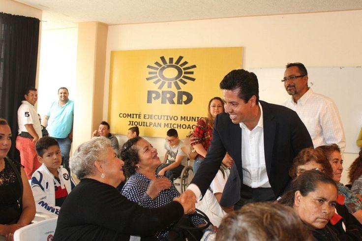 El secretario general del sol azteca en Michoacán aseguró que el PRD seguirá siendo la primera fuerza política en el estado; rechazó que quienes hacen trabajo político para otros partido ...