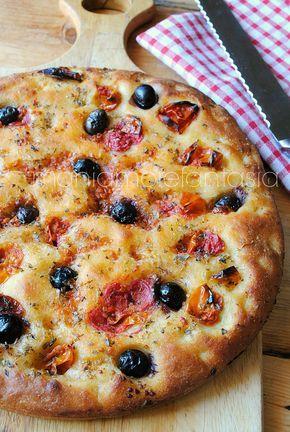 focaccia barese con pomodorini e olive - add rosemary