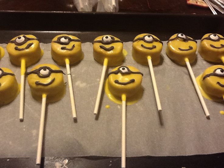 Minion Cake Pops Cake pops Pinterest Cake pop ...