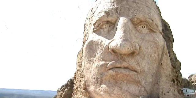 La tête de Crazy Horse par le sculpteur Korczak Ziółkowski