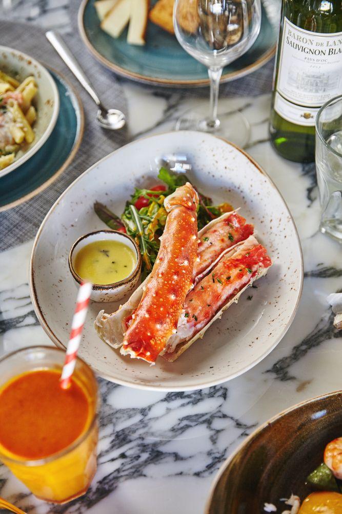 Изысканный краб #food #seafood #crab #table #marble #ginzaproject #пряностинабелинского
