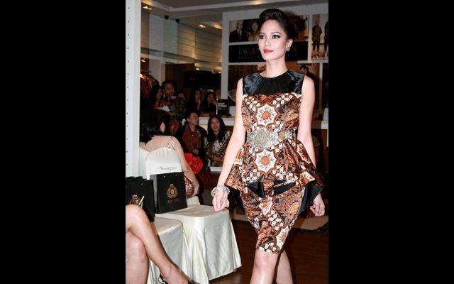 """Fashion Show Iwan Tirta """"Royal Wisdom"""""""