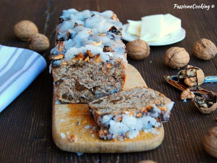 Pane di segale dolce con fichi e noci