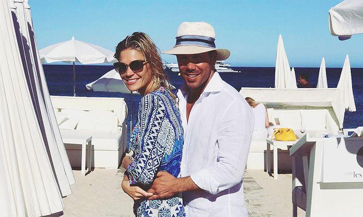 Simeone y Carla Pereyra, dos trotamundos de vacaciones con su hija