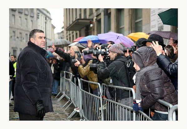 Giornalisti e curiosi in attesa dell'arrivo alla Pinacoteca di Brera dell'ex Presidente Giorgio Napolitano. #art #museobrera #pinacotecabrera