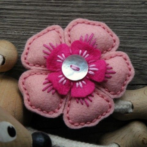 5 petal felt flower - no tute, just inspiration