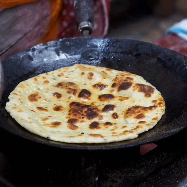 An authentic #Indian #garlic naan recipe that is perfect for soaking up a delicious and creamy curry.