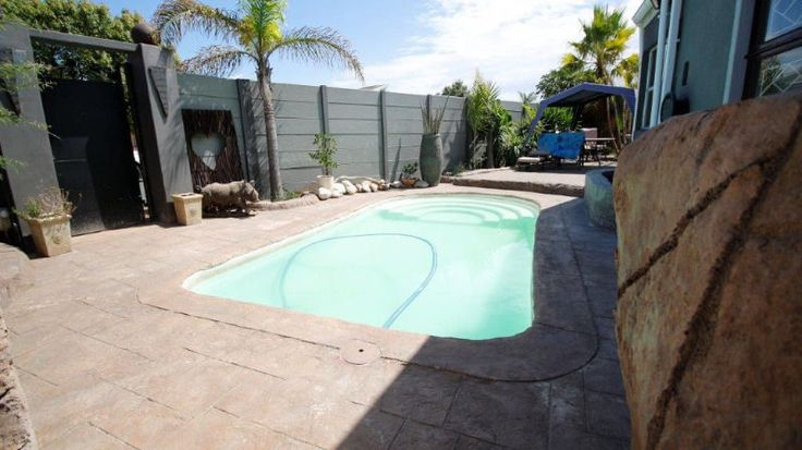 If you have a Family-We have the House!Beautiful, large home suitable for your family.HOME FEATURES.* 3 Bedrooms* 2 Bathrooms* Kitchen with gas/elect stove,  scullery * Granny Flat with toilet and basin* Tandem Garage* Pool* Alarm System* Electric parameter gate* 2 x Braai room,  gas stove in one of the entertainment rooms with a BarErf size: ±707 m²Rates