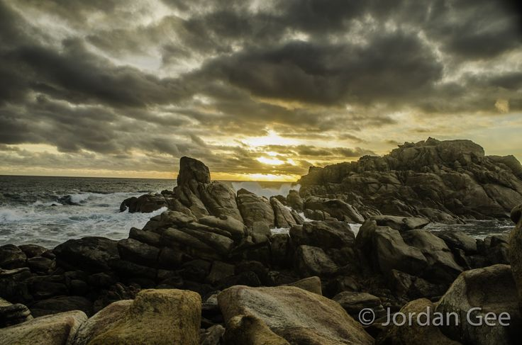 Righto, first post. Considering it's taken me a while to start this up, I figured I might as well begin with an older photo, and work from there. Taken at canal rocks in Yallingup, for those interested.  Nikon D5100 18mm, @ f 7.1, 1/25 sec.