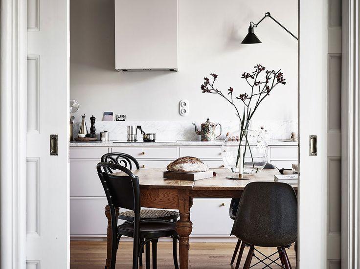 Med sin sköna atmosfär och snygga styling är lägenheten i Linnéstaden ett riktigt drömhem –inte så konstigt att den blivit veckans Hemnet-snackis! Här är 10 shoppingtips i liknande stil.