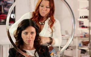 Boucler ses cheveux avec un fer à friser - Châtelaine