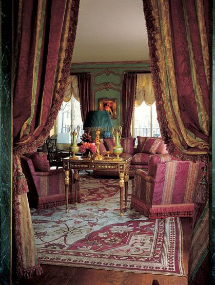The living room from the apartment of Henry Kravis and Carolyne Roehm, decorated in 1985 by Denning & Fourcade, and parodied in the movie Bonfire of the Vanities. Photo credit: Architectural Digest